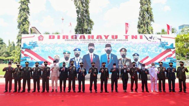 Hadiri Prosesi HUT TNI ke 76, Danny: TNI Garda Terdepan Melawan Covid 19