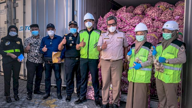 BBKP Makassar dan Bea Cukai Makassar Joint Inspection Bawang Impor