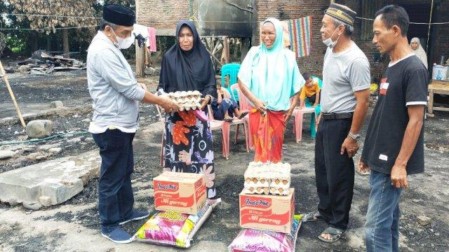 Fahruddin Rangga Santuni Korban Kebakaran di Galesong