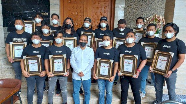 Danny Beri Penghargaan Kepada Unit Jatanras Polrestabes yang Berhasil Ungkap Kasus Pencurian di Balaikota