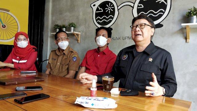 Menteri Tjahjo Kumolo Tinjau Vaksinasi PDIP di Makassar, Sebut Warga Makin Patuh Prokes